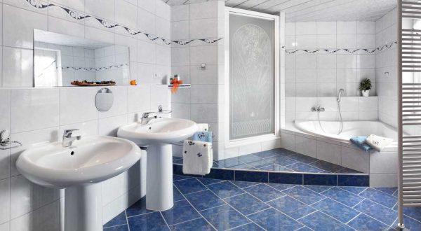 Großes Badezimmer im Ferienhaus Schöne Aussicht von Gabi Moritz in Thüringen