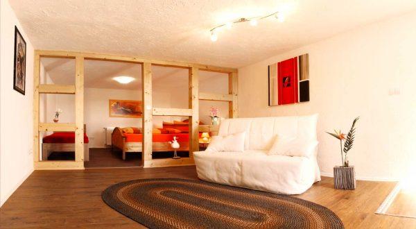 Schlafzimmer mit zusätzlicher Schlafcouch im Ferienhaus von Gabi Moritz