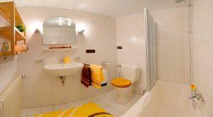 Badezimmer im Ferienhaus Rhönblick in Hilders, Thüringen