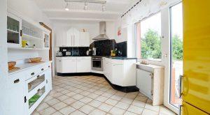 Voll ausgestattete Küche im Ferienhaus Rhönblick Hilders von Gabi Moritz
