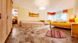 Großes Schlafzimmer im Ferienhaus Rhönblick in Thüringen