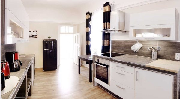 Voll ausgestattete Küche in der Ferienwohnung Suhler Stadtperle von Gabi Moritz
