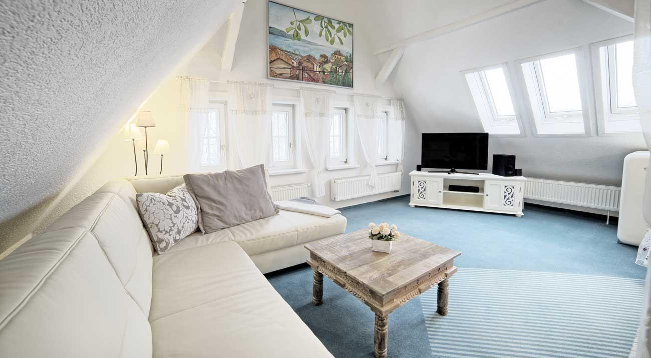 Wohnzimmer in der Ferienwohnung Suhler Loft im Thüringer Wald